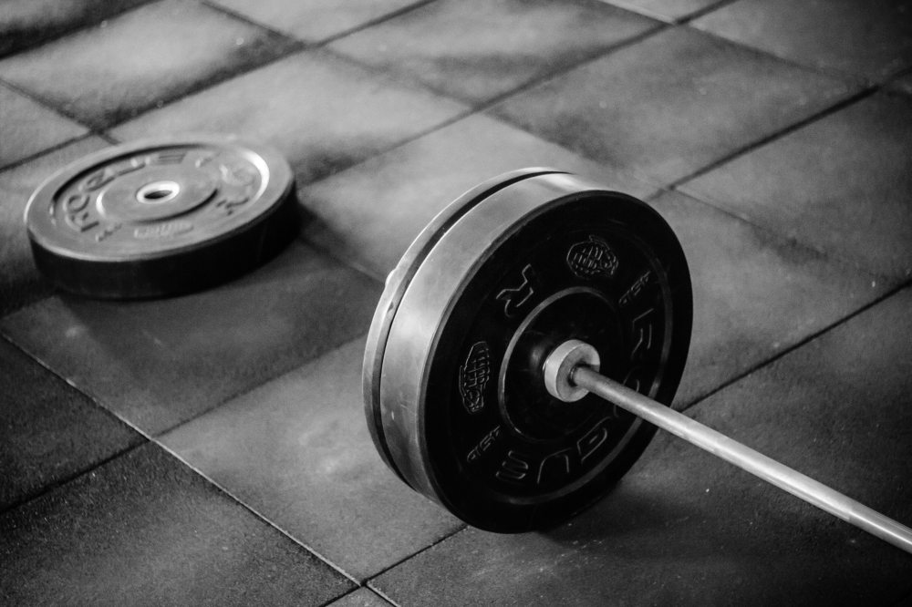 barbell-black-and-white-equipment-949131